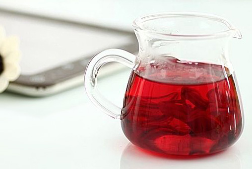 1,饮用时加上玫瑰花茶,95%的病人体重下降了1到3公斤,口感是酸的,泡